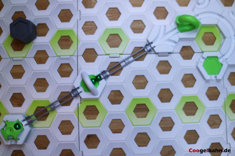 Aufbau mit Gauss-Kanone und Baustein vor dem Looping